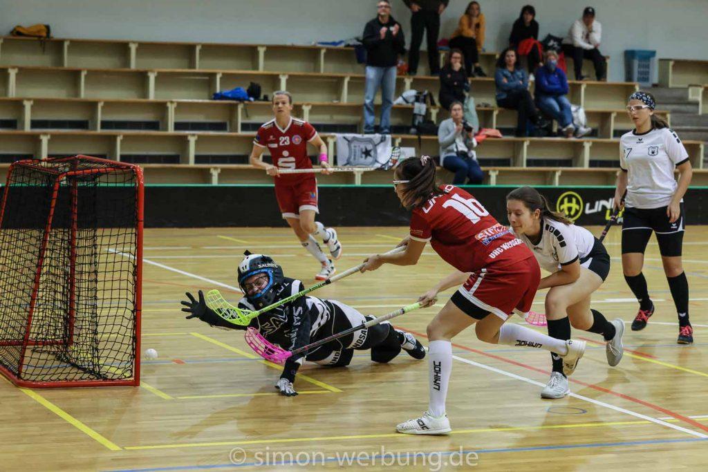 Damen Spiel 3 gegen Stern München - Torschuss Leonie Vogt und Andrea Gerdes